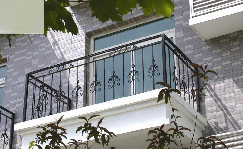 The advantages when using iron balcony railings